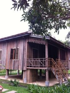 Une petite maison Khmer pour moi au Cambodge ...